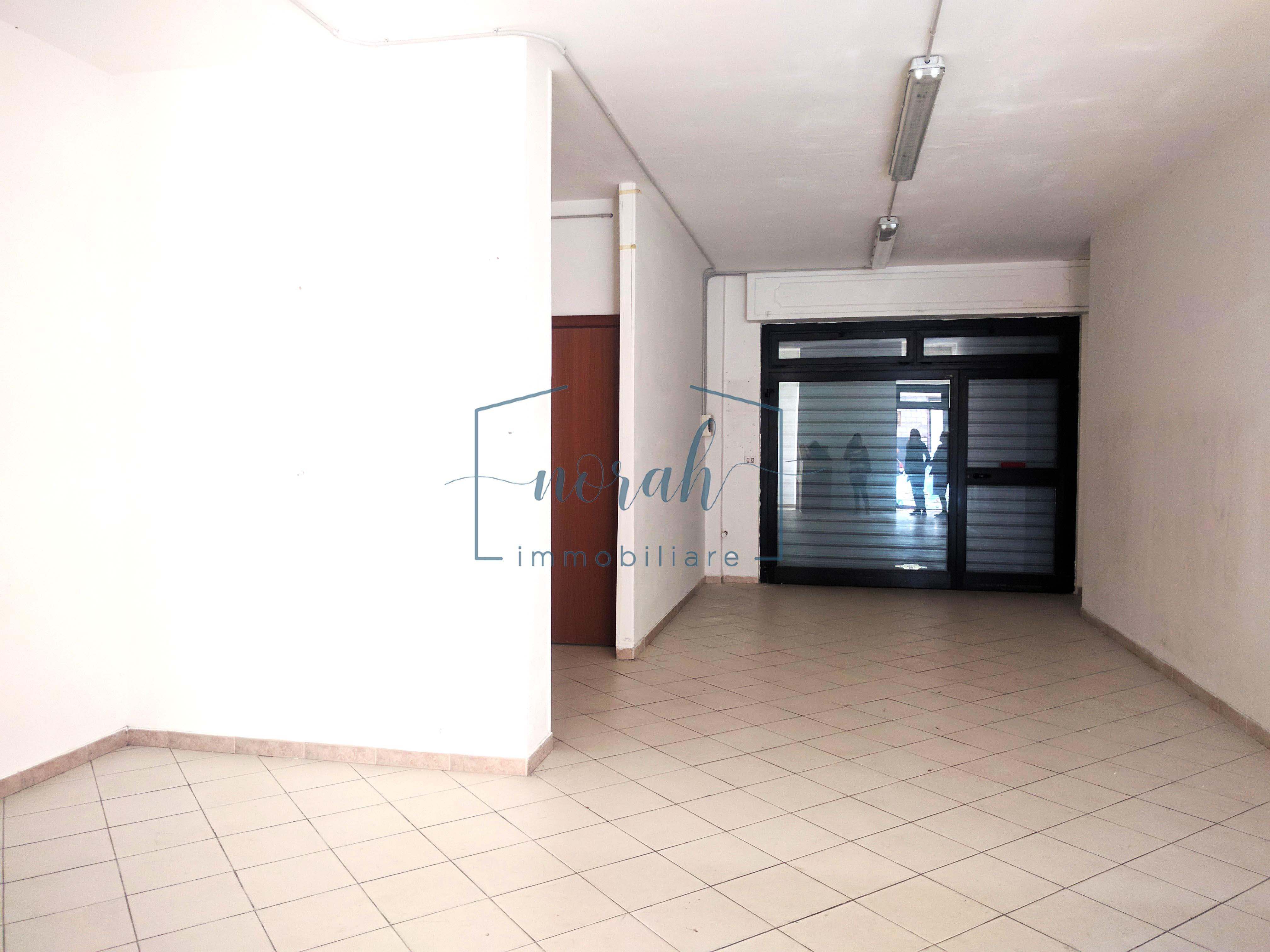Locale uso negozio-Porto San Giorgio- Codice LP2